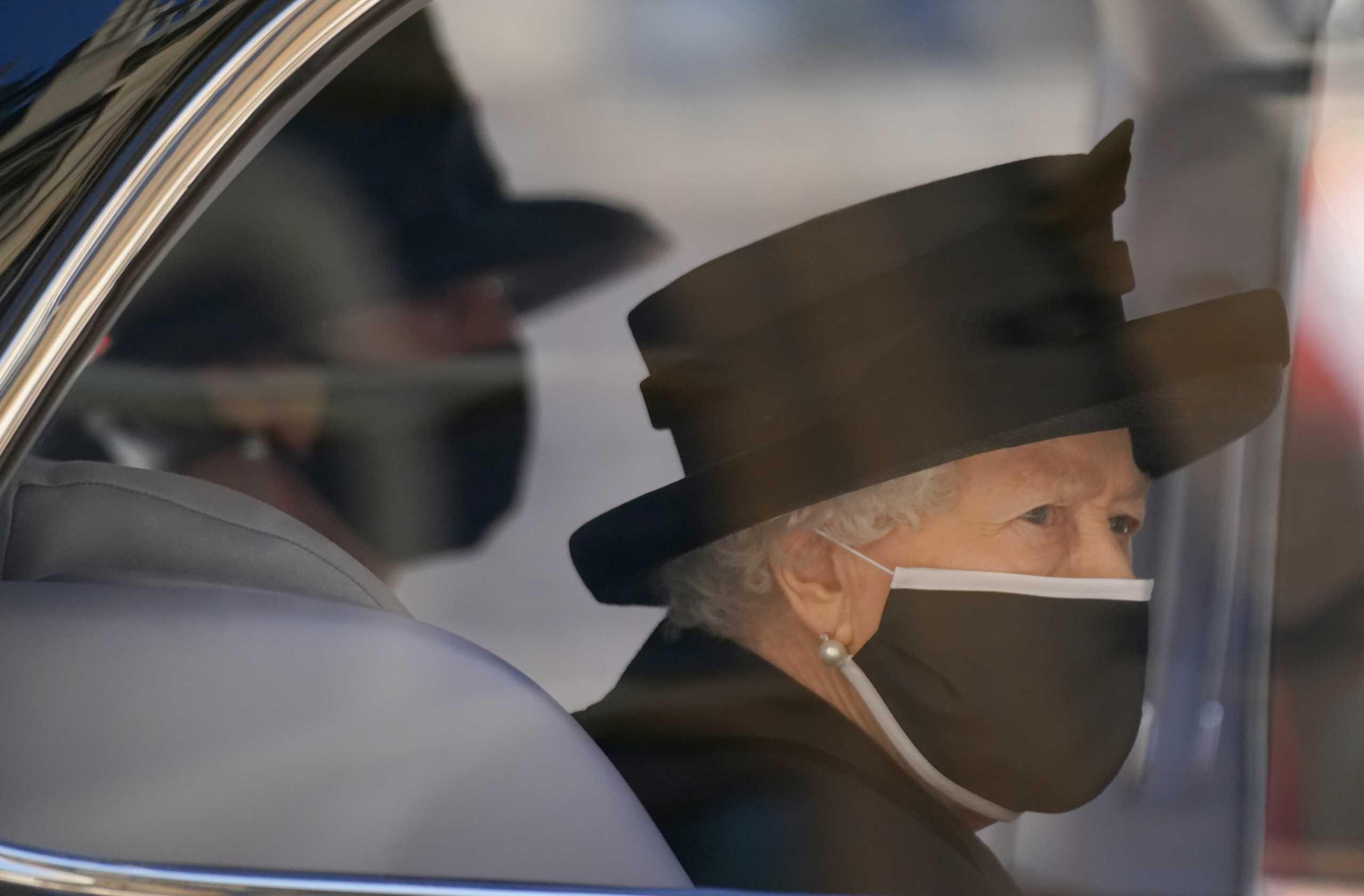 Βασίλισσα Ελισάβετ: Η πρώτη μοναχική βόλτα χωρίς τον πρίγκιπά της μετά από 73 χρόνια