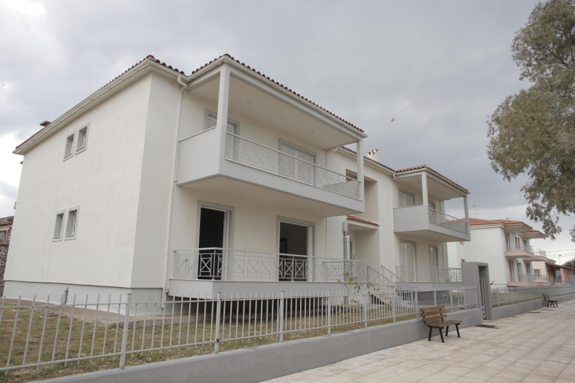 Ελευσίνα: Παραδόθηκαν οι πρώτες εργατικές κατοικίες (pics)
