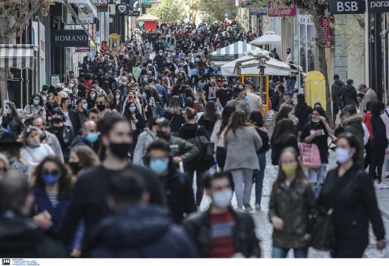 Χαμός στην Ερμού και ουρές έξω από τα μαγαζιά! Νέες εικόνες που προκαλούν μεγάλη ανησυχία