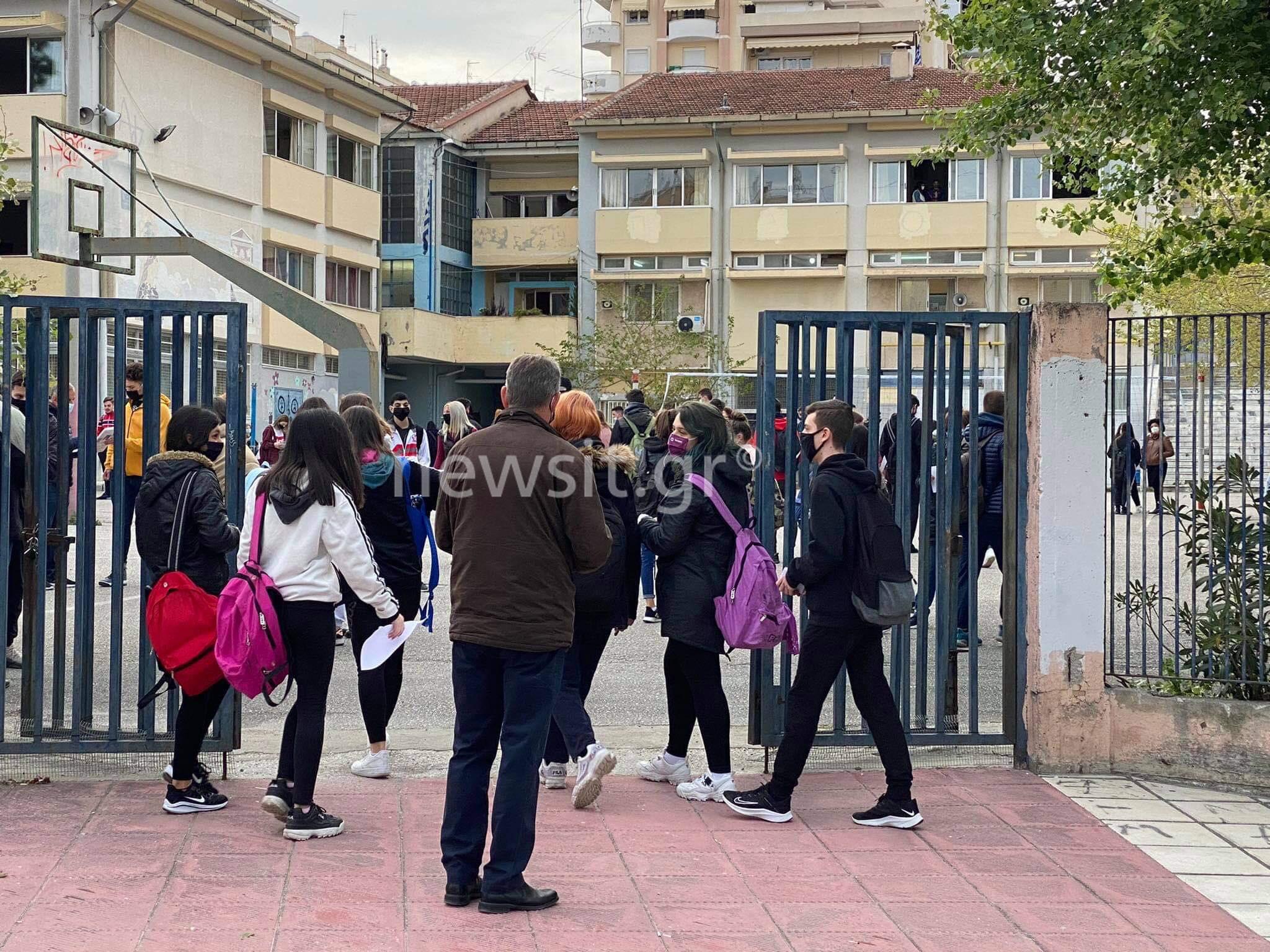 Θεσσαλονίκη: Έκανε self test και μπήκε για μάθημα το παιδί της γυναίκας που συνελήφθη στον Εύοσμο (pics)