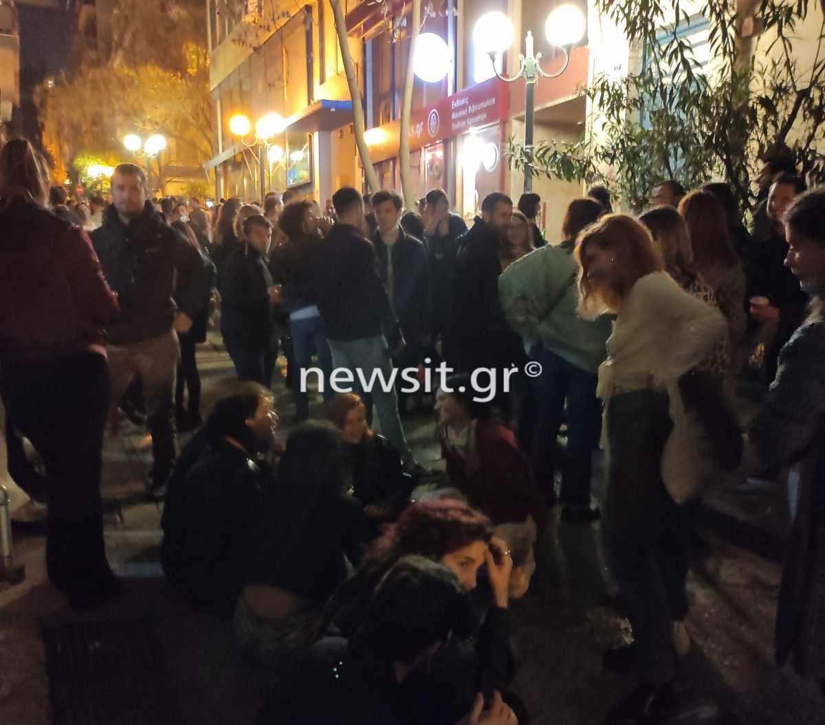 Lockdown: «Βούλιαξαν» πλατείες το σαββατόβραδο – Προβληματισμός για τα μέτρα