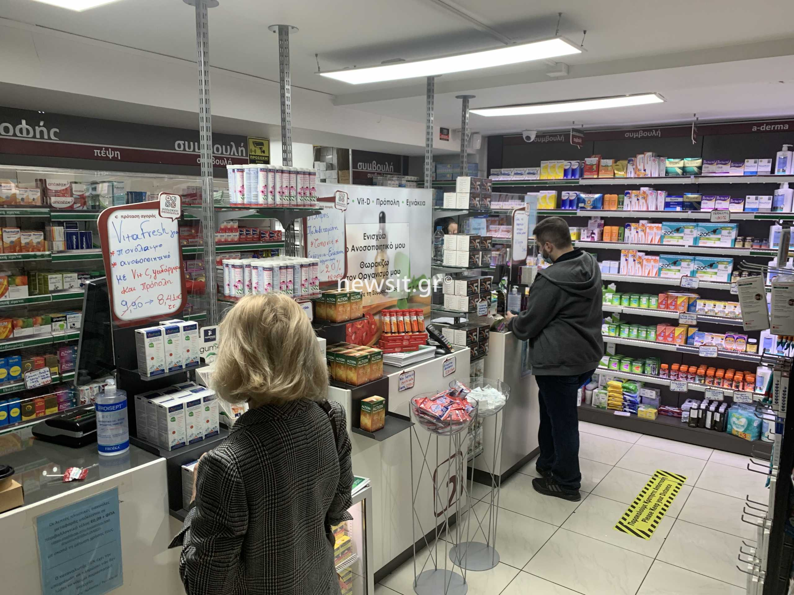 Βροχή οι ακυρώσεις των εμβολιασμών με το Astrazeneca – Τι λένε οι φαρμακοποιοί στο newsit.gr