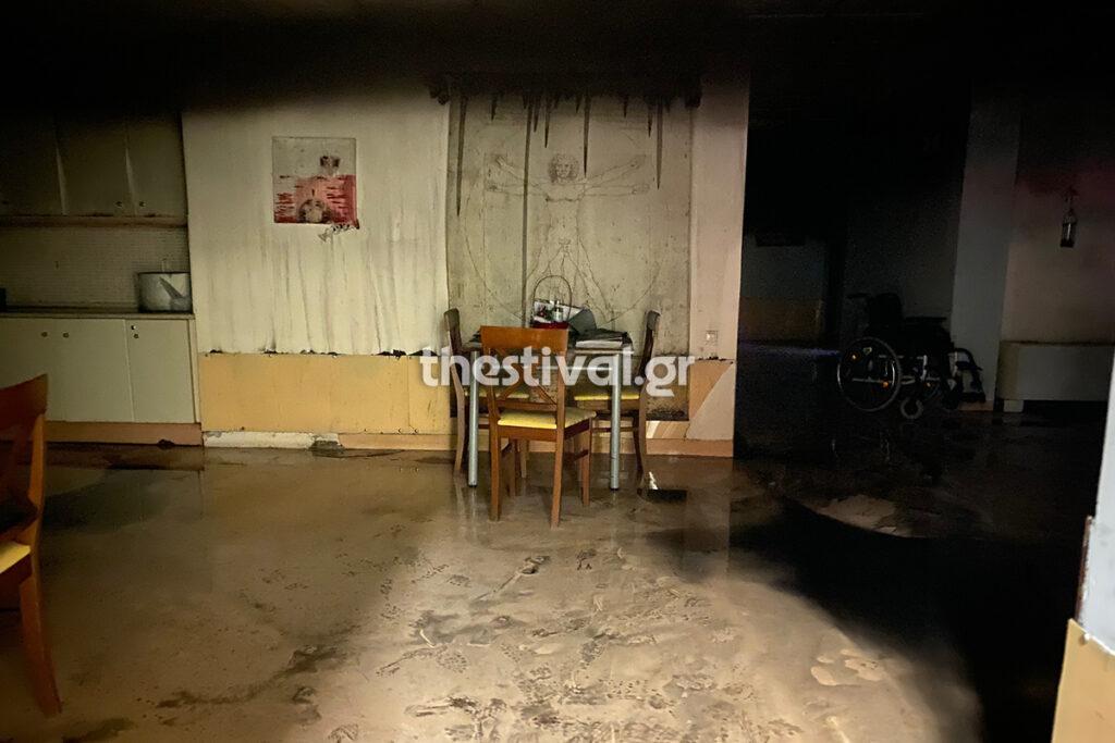 Θεσσαλονίκη: Πυροσβέστες σωτήρες σε ίδρυμα με ανάπηρα παιδιά – Η φωτιά που προκάλεσε πανικό (video)