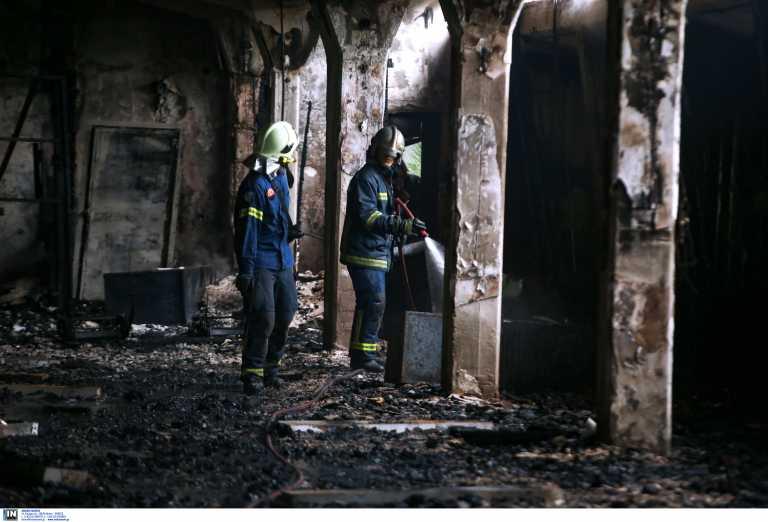 Υπό έλεγχο η φωτιά σε κτίριο μέσα στο Αλσος Καισαριανής (pics)