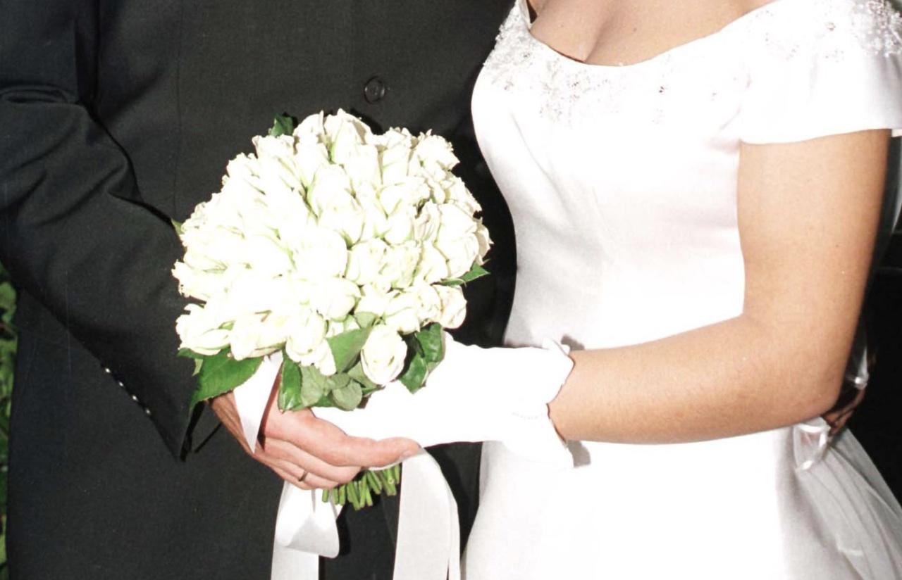 Στέφανος Μιχαήλ – Νάταλι Κάτερ: Ανεβαίνουν τα σκαλιά της εκκλησίας μετά από έναν χρόνο σχέσης