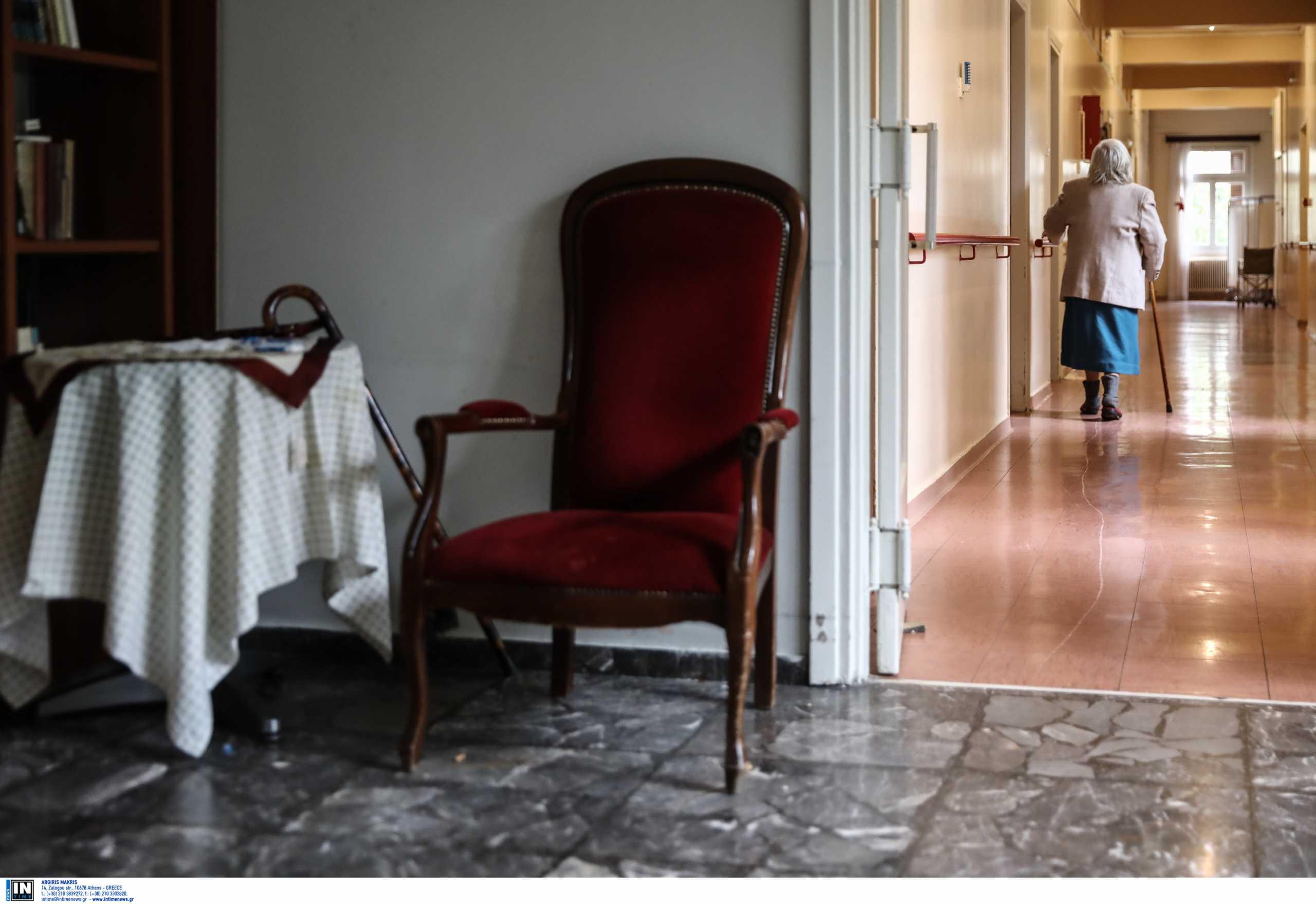 Κορονοϊός: Στο ΑΧΕΠΑ τρεις ηλικιωμένοι από το γηροκομείο στη Θεσσαλονίκη όπου εντοπίστηκαν κρούσματα