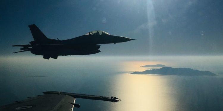 """Πολεμική Αεροπορία: Κάνει """"επαφές"""" για προηγμένα οπλικά συστήματα των μαχητικών F-16"""