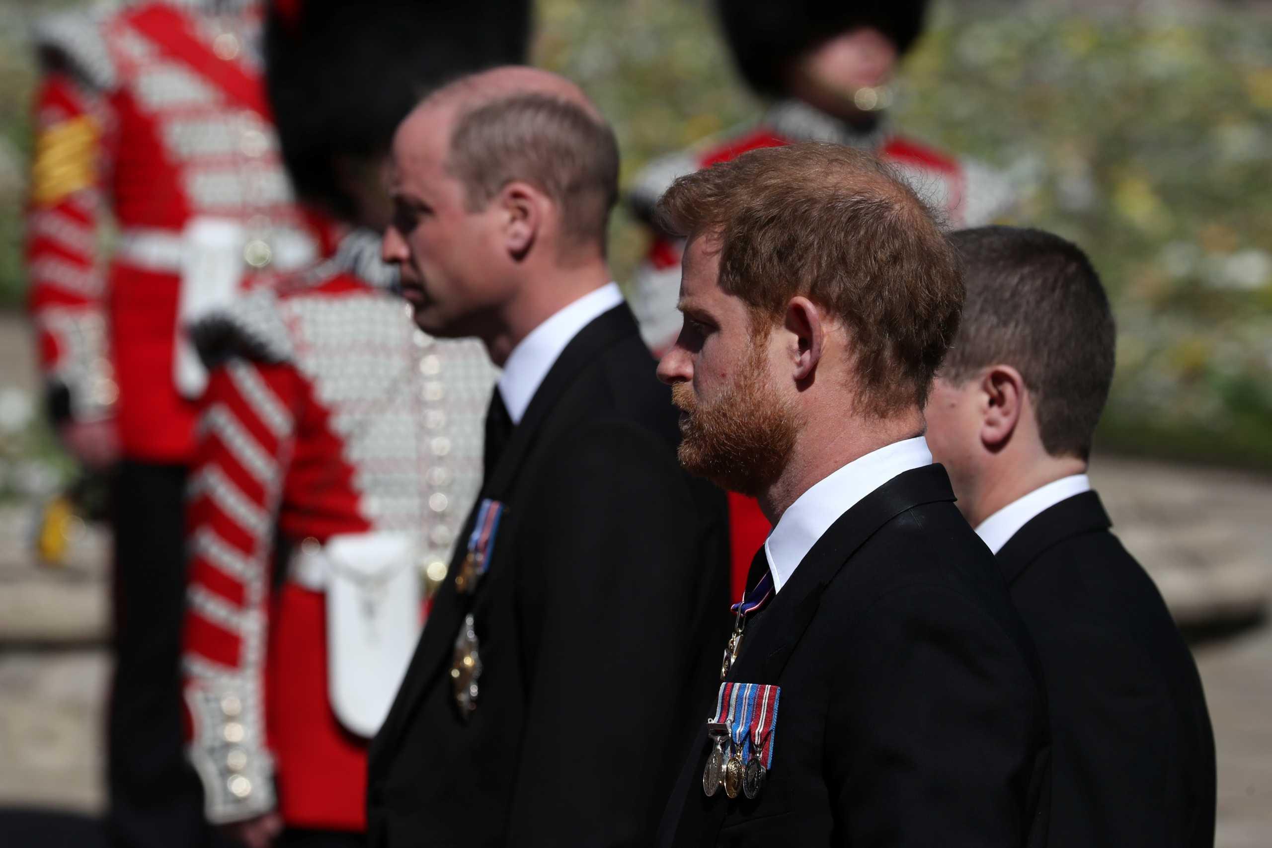 Ο πρίγκιπας Χάρι συναντήθηκε με Κάρολο και Γουίλιαμ