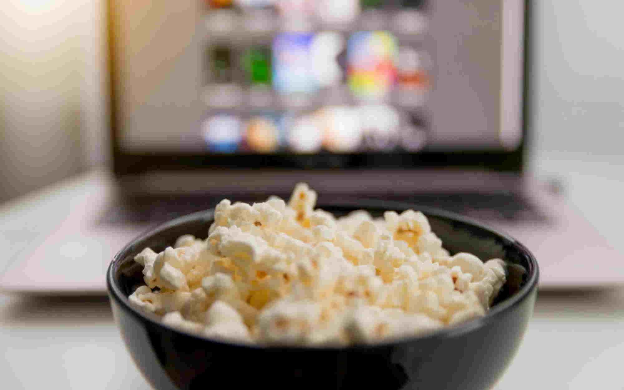 Κάνε το σαλόνι σου σινεμά με μία πραγματικά μεγάλη τηλεόραση