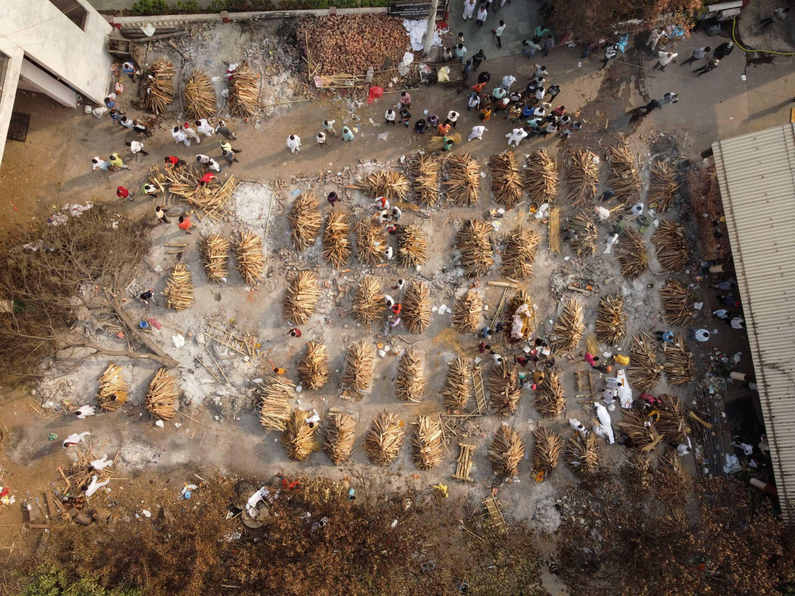 Ινδία: Νέο «διαστημικό» ρεκόρ με 379.000 κρούσματα κορονοϊού σε ένα 24ωρο – Άλλοι 3.645 θάνατοι