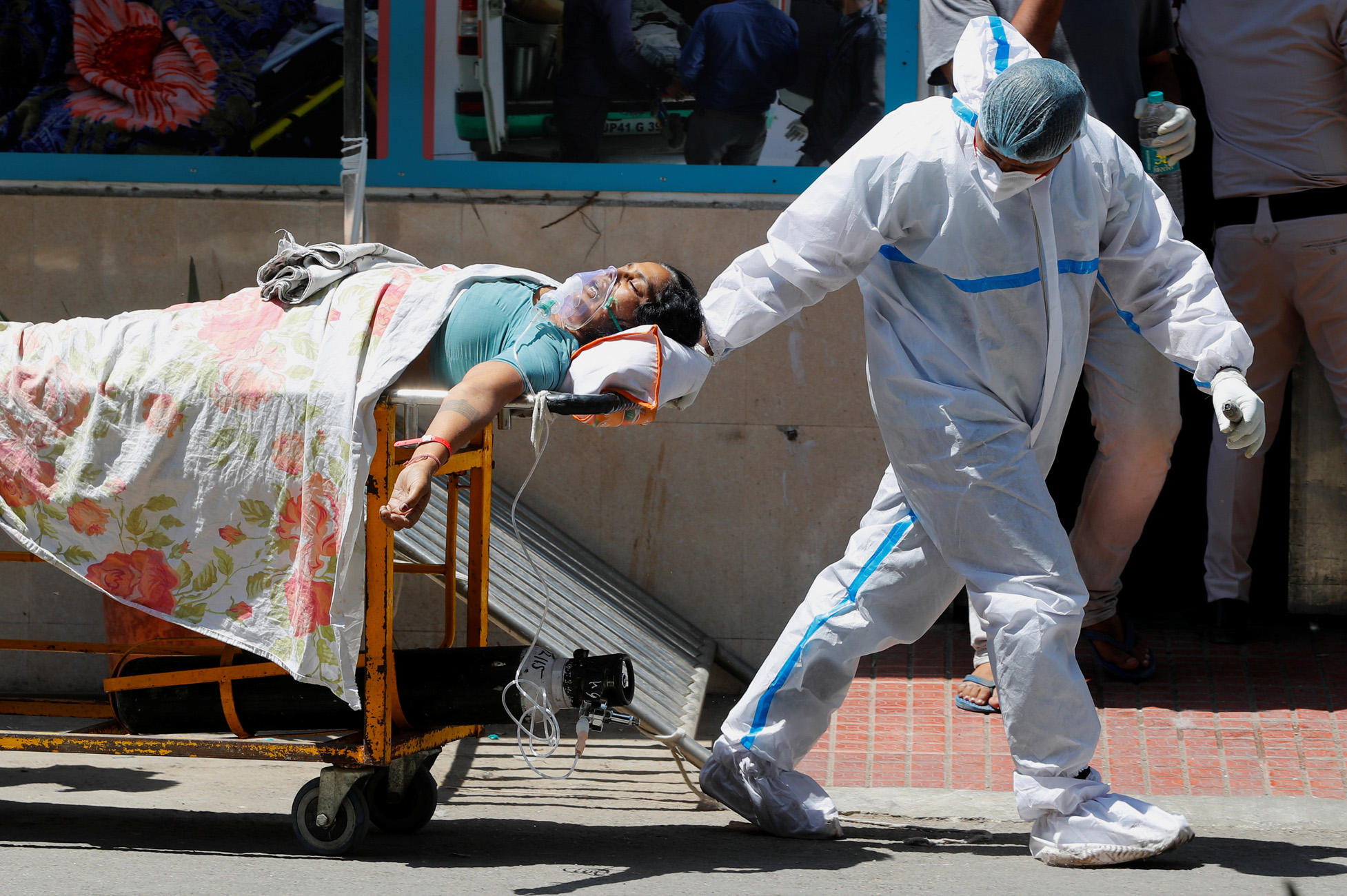 Ινδία: Άλλο ένα τρομακτικό 24ωρο 323.000 κρούσματα κορονοϊού και 2.771 θανάτους