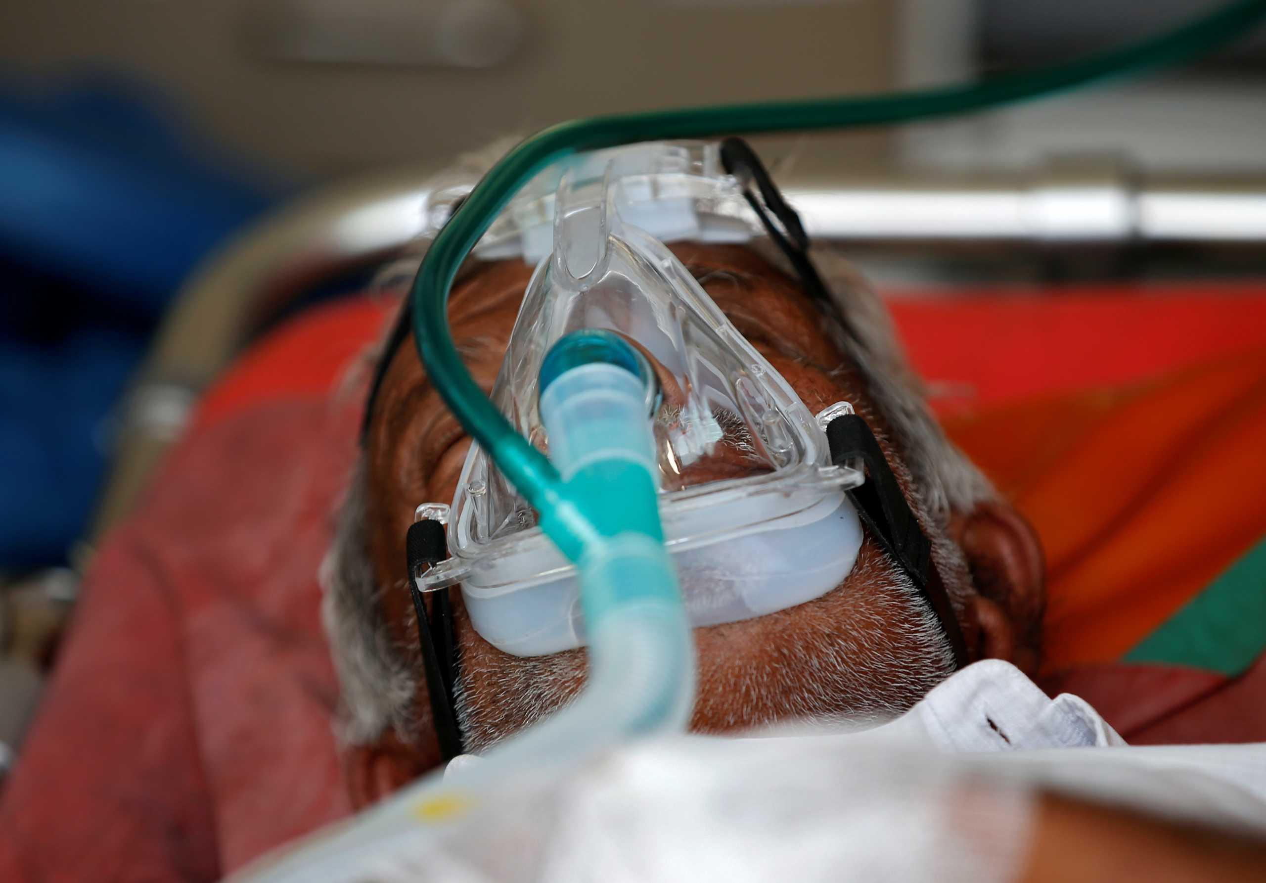 Βρετανία: Ιατρικό εξοπλισμό έκτακτης ανάγκης στην Ινδία στέλνει το Λονδίνο