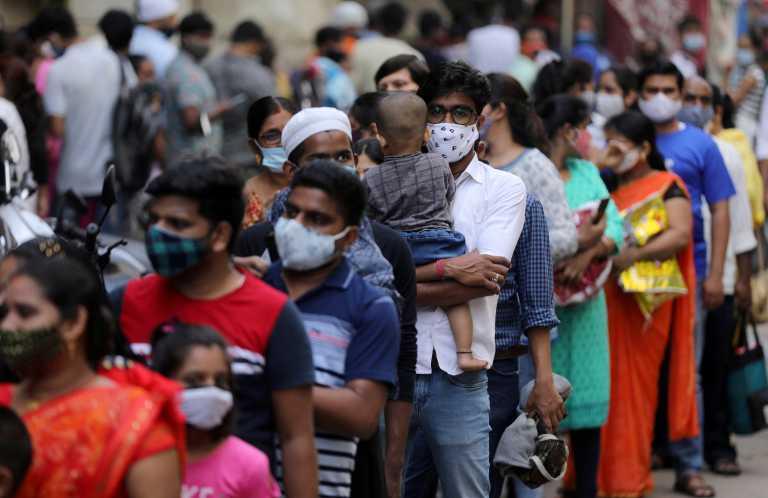 Ινδία: Αλλο ένα εφιαλτικό 24ωρο με 161.736 κρούσματα κορονοϊού