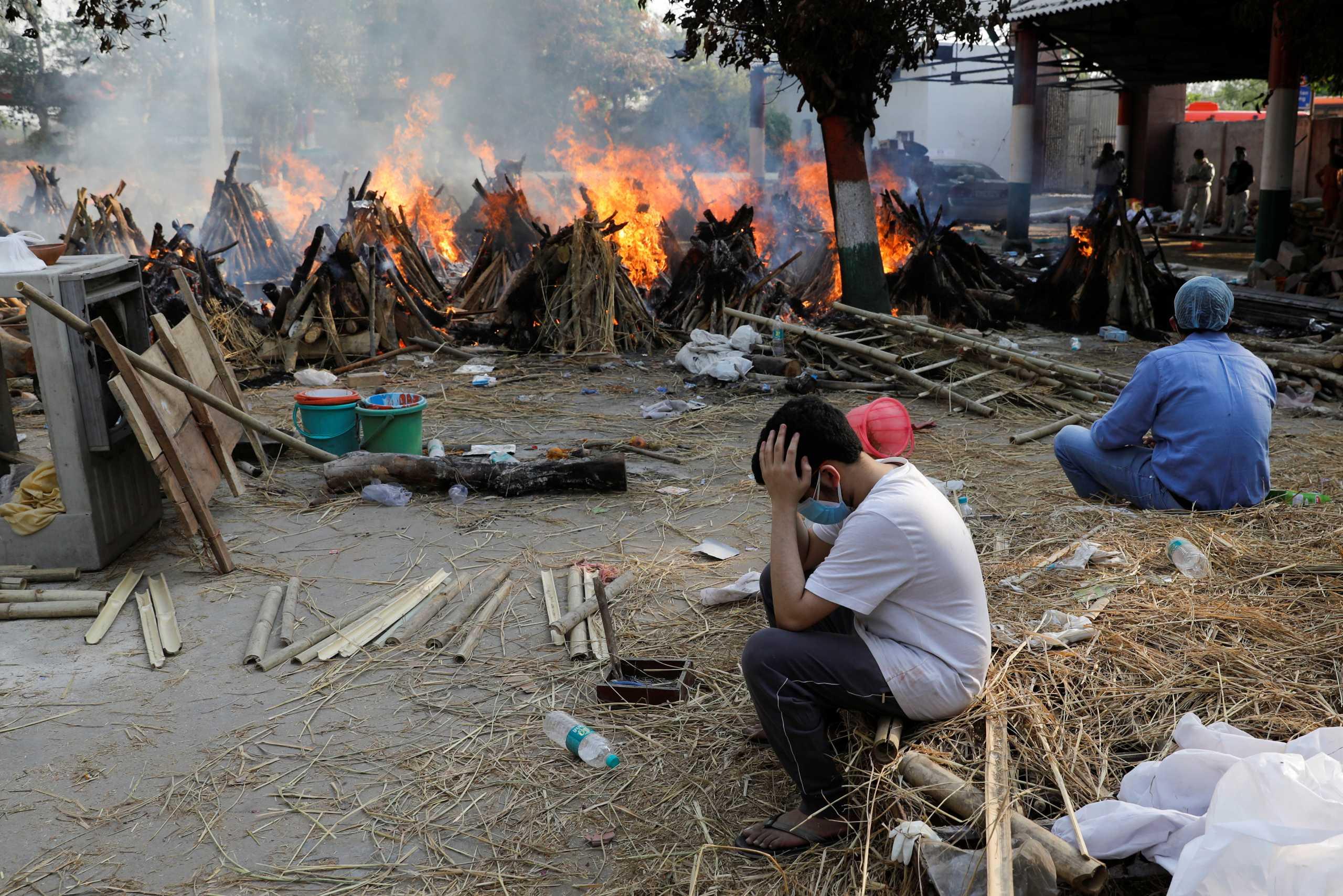 Ινδία: Κι άλλο αδιανόητο ρεκόρ με σχεδόν 402.000 κρούσματα σε ένα 24ωρο