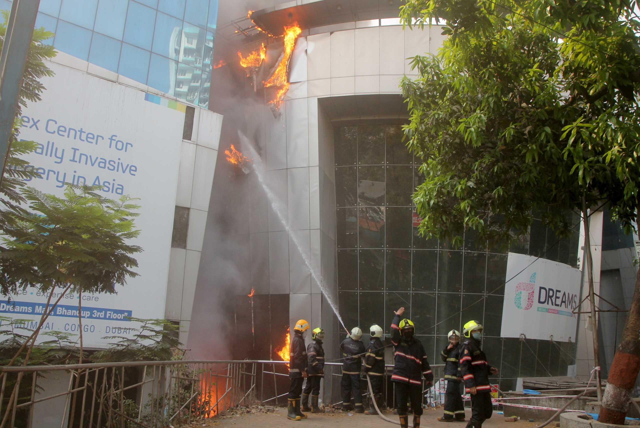 Τραγωδία στην Ινδία: Νεκροί 13 ασθενείς με κορονοϊό μετά από φωτιά σε νοσοκομείο