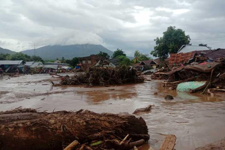 Ινδονησία: Τουλάχιστον 70 οι νεκροί από τις φονικές πλημμύρες (pics)