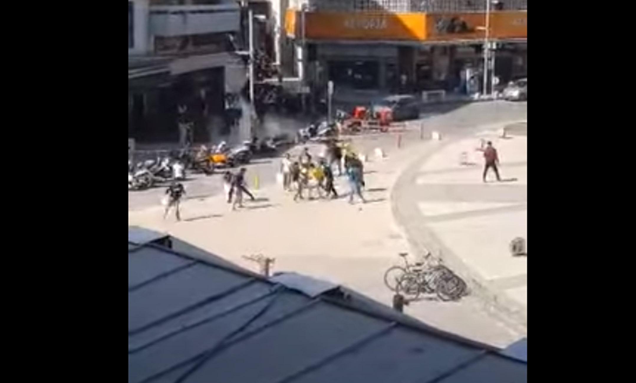 Ηράκλειο: Άγριο ξύλο στο κέντρο της πόλης – «Ρινγκ» η πλατεία Ελευθερίας (video)