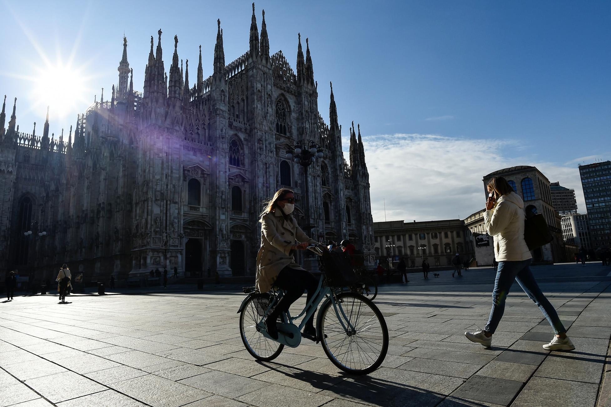Ιταλία – κορονοϊός: 390 νεκροί και πάνω από 12.000 νέα κρούσματα