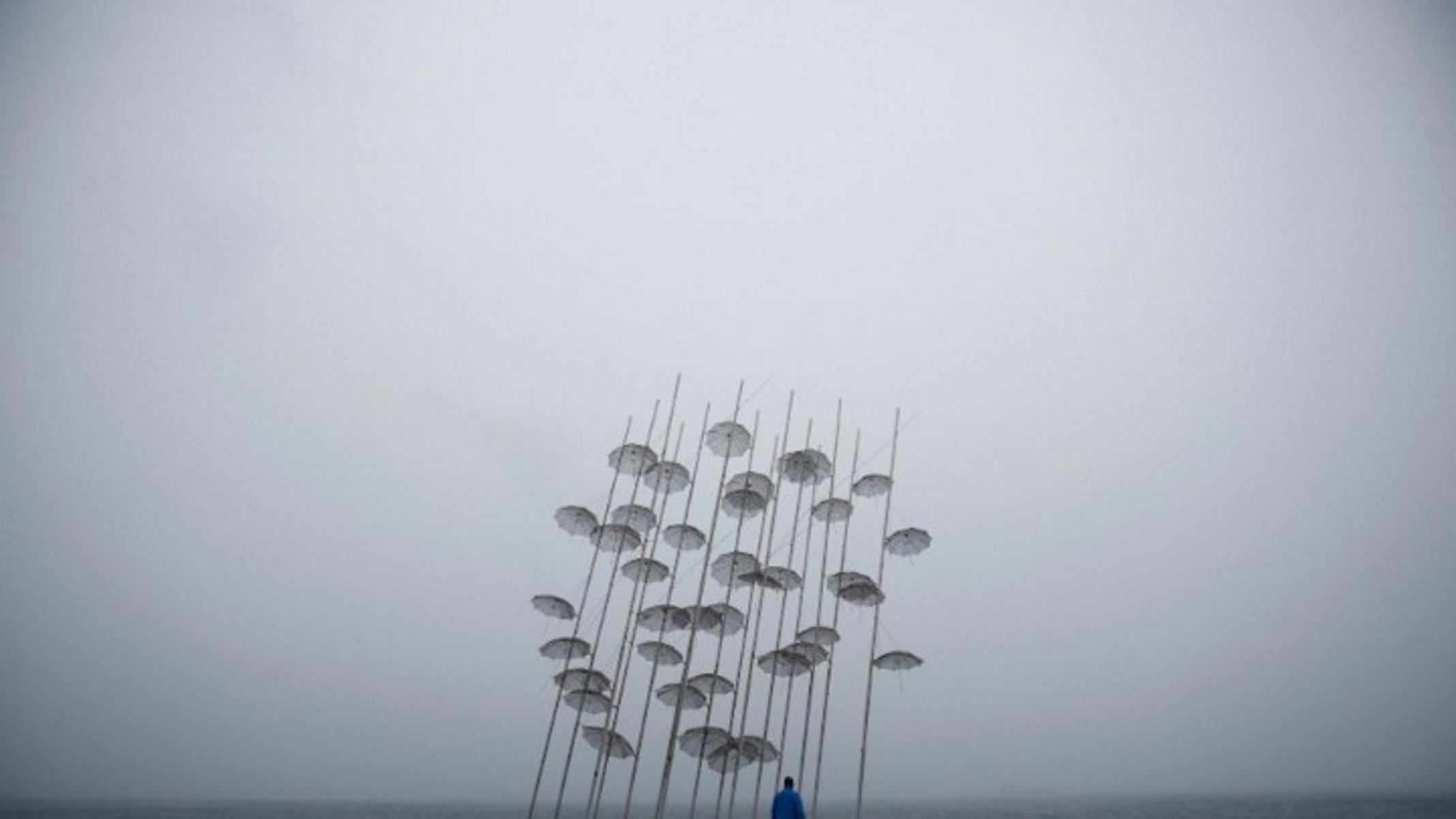 """Καιρός αύριο: Έρχονται καταιγίδες και λασποβροχές – """"Κερασάκι"""" μποφόρ και κρύο"""