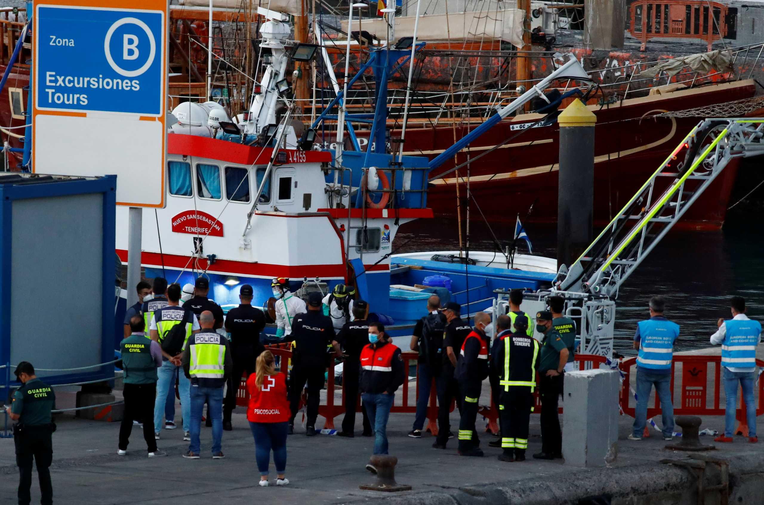 Κανάρια Νησιά: Φρίκη! Έφτασε στις ακτές βάρκα με 24 πτώματα