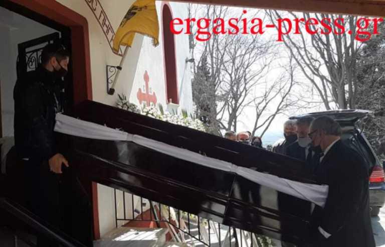 Γιώργος Καραϊβάζ: Ράγισαν καρδιές στην κηδεία του – Ανείπωτος πόνος για τον δημοσιογράφο (pics)