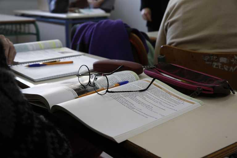 Κρήτη - Κορονοϊός: Οι αρνητές κερδίζουν έδαφος - «Θύελλα» για την  καθηγήτρια που δίνει το κακό παράδειγμα