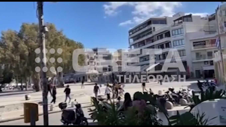 Ηράκλειο: Για μια γυναίκα το ξύλο στην πλατεία Ελευθερίας – Τα πειράγματα που άναψαν τα αίματα (video)