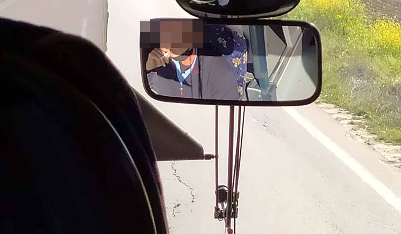 Λάρισα: Πέταξε τη μάσκα και άναψε τσιγάρο – Χαμός για τον οδηγό σε λεωφορείο των ΚΤΕΛ (pic)