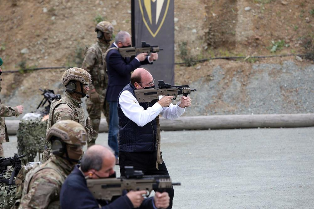 Οι Καταδρομείς της Κύπρου εγκαινίασαν νέο Πεδίο Βολής – Έριξε βολές και ο υπουργός Άμυνας [pics]