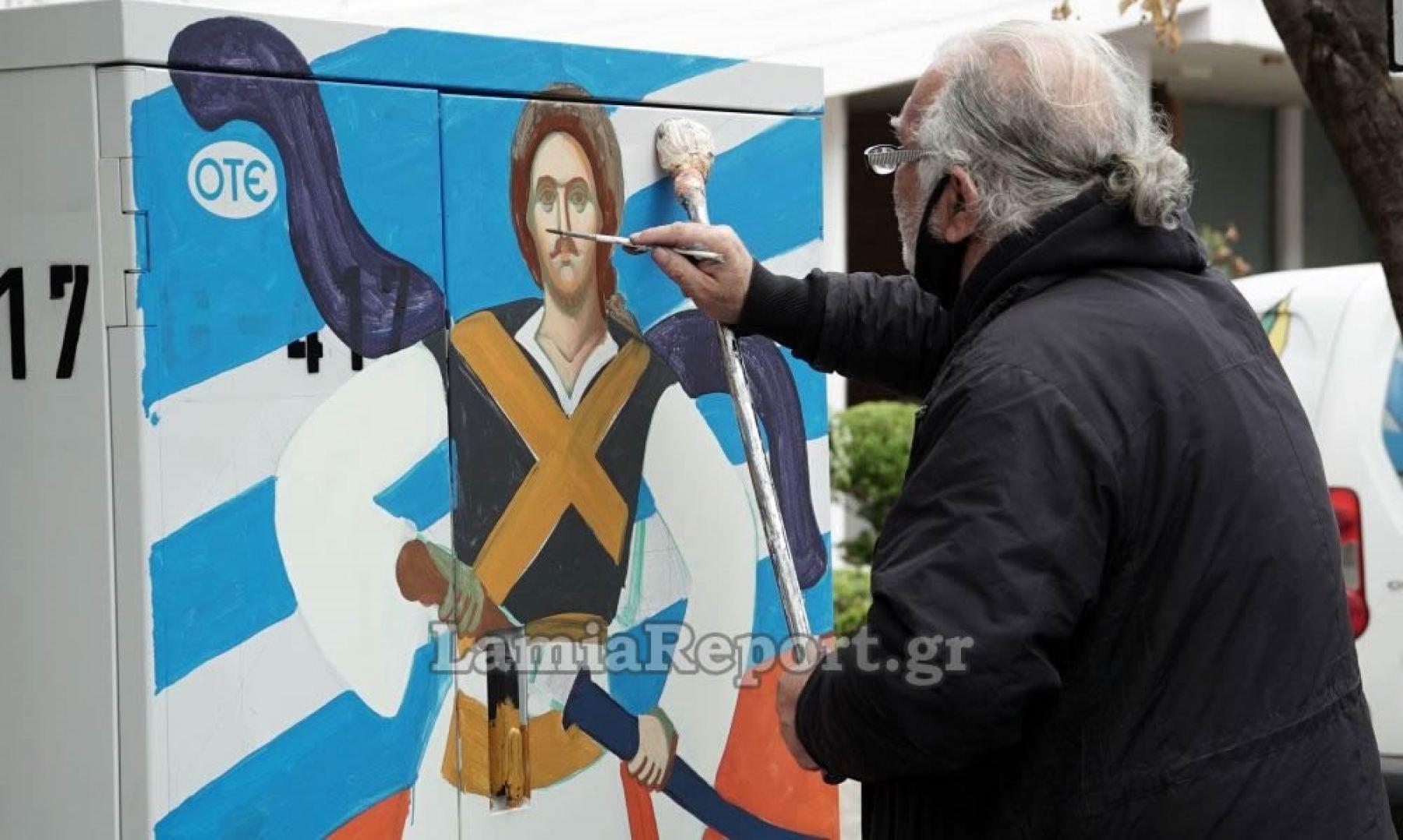 Λαμία: Έβγαλαν αφίσες και σκουριές για να μετατρέψουν τα καφάο σε έργα τέχνης (video)