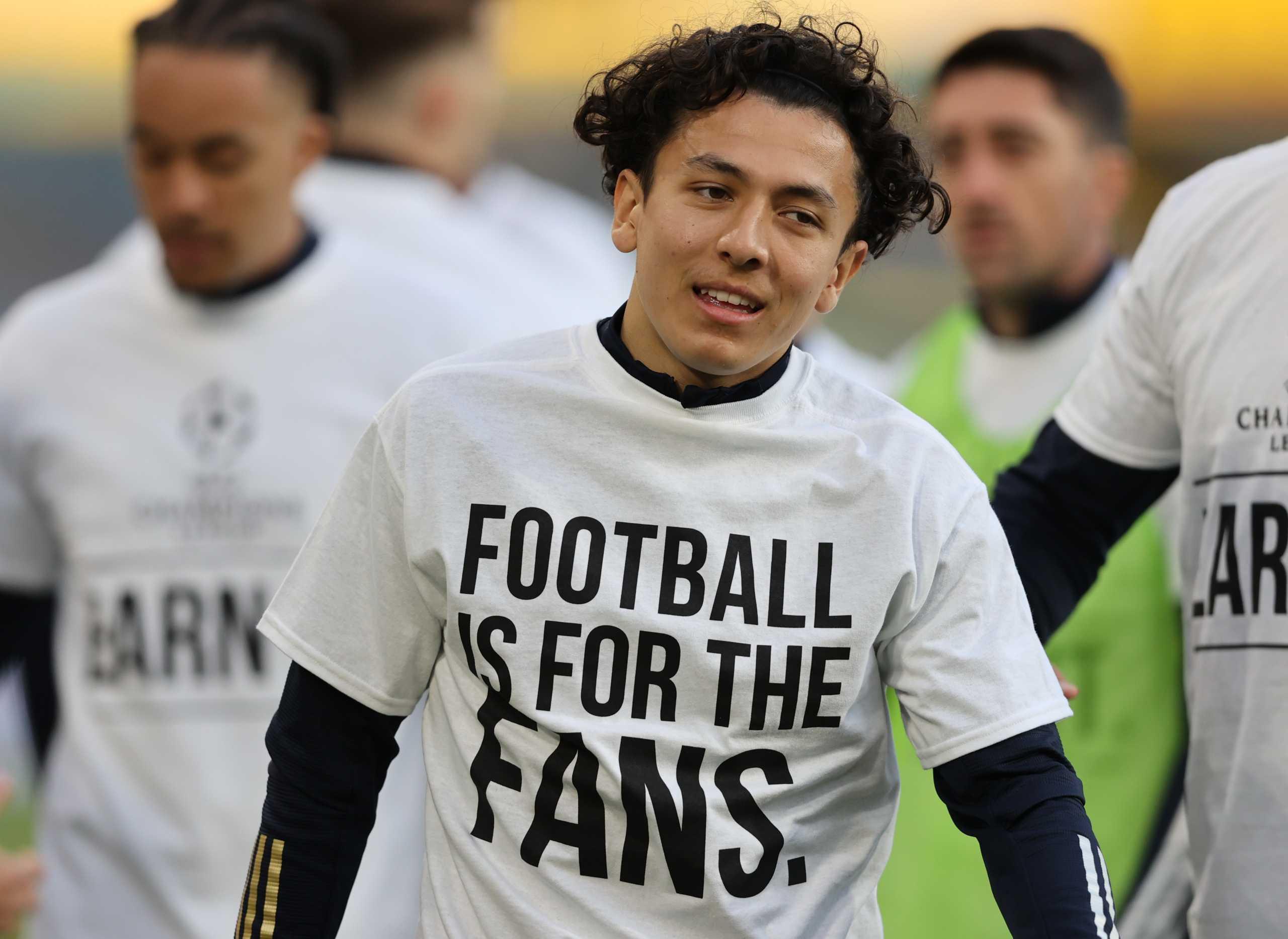 Λιντς – Λίβερπουλ: Τα μπλουζάκια των γηπεδούχων και οι αδιανόητες ατάκες Κλοπ για τη European Super League