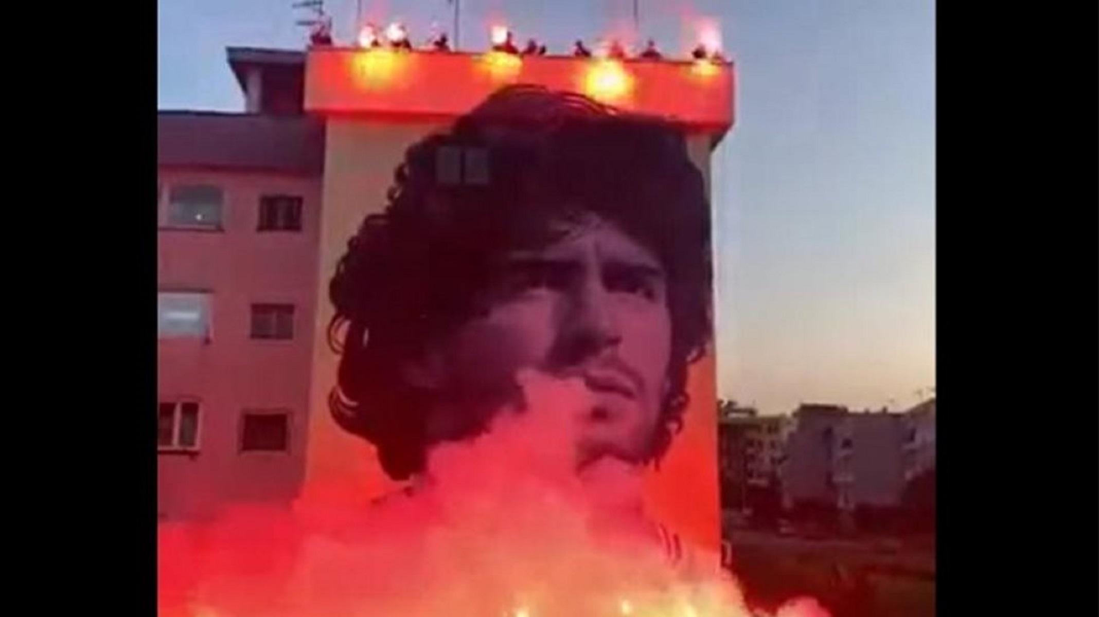 Μαραντόνα: Γκράφιτι στη μνήμη του «Θεού» στη Νάπολι και εντυπωσιακά αποκαλυπτήρια (video)