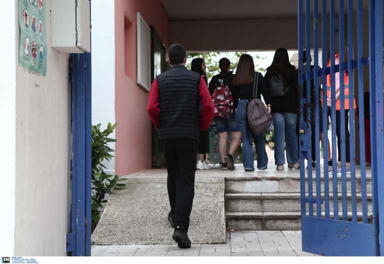 Εξαδάκτυλος: Να ανοίξουν τα σχολεία μόνο για την Γ΄ Λυκείου – Τι είπε για μετακινήσεις το Πάσχα