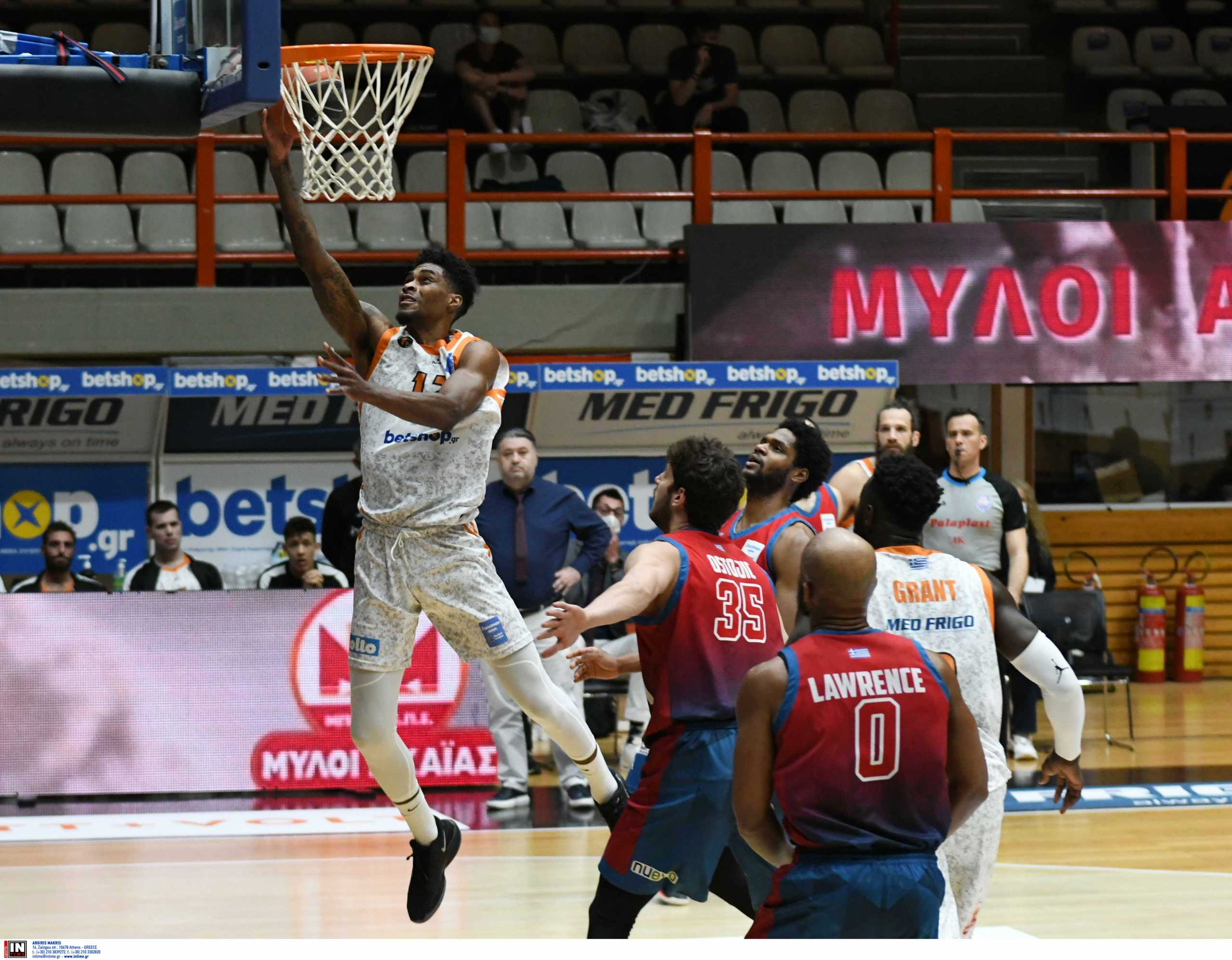 Basket League: Σώθηκε η Λάρισα, υποβιβάστηκε το Μεσολόγγι (video)