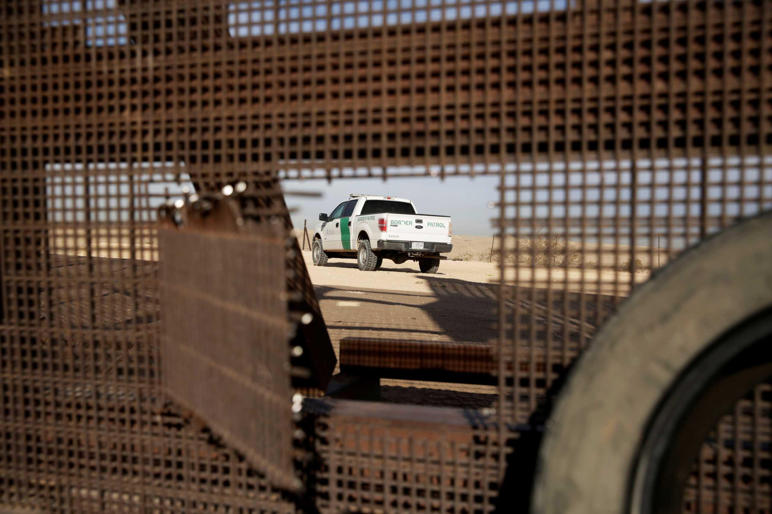 ΗΠΑ: Διακινητής πέταξε δυο κοριτσάκια από τοίχο τεσσάρων μέτρων