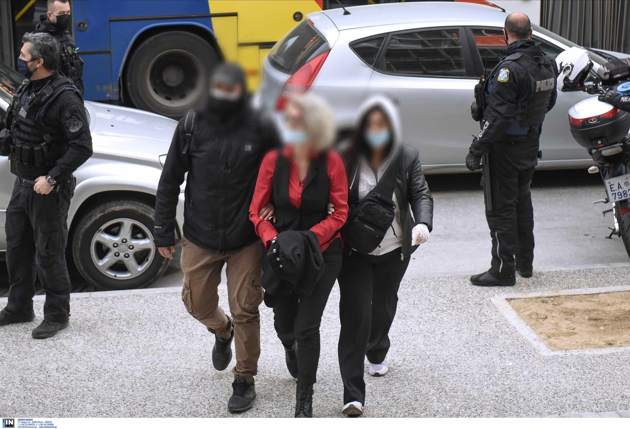 Θεσσαλονίκη: Μ.Τρίτη η δίκη της μητέρας αρνήτριας των self test – Έστησαν σόου οι φίλοι της