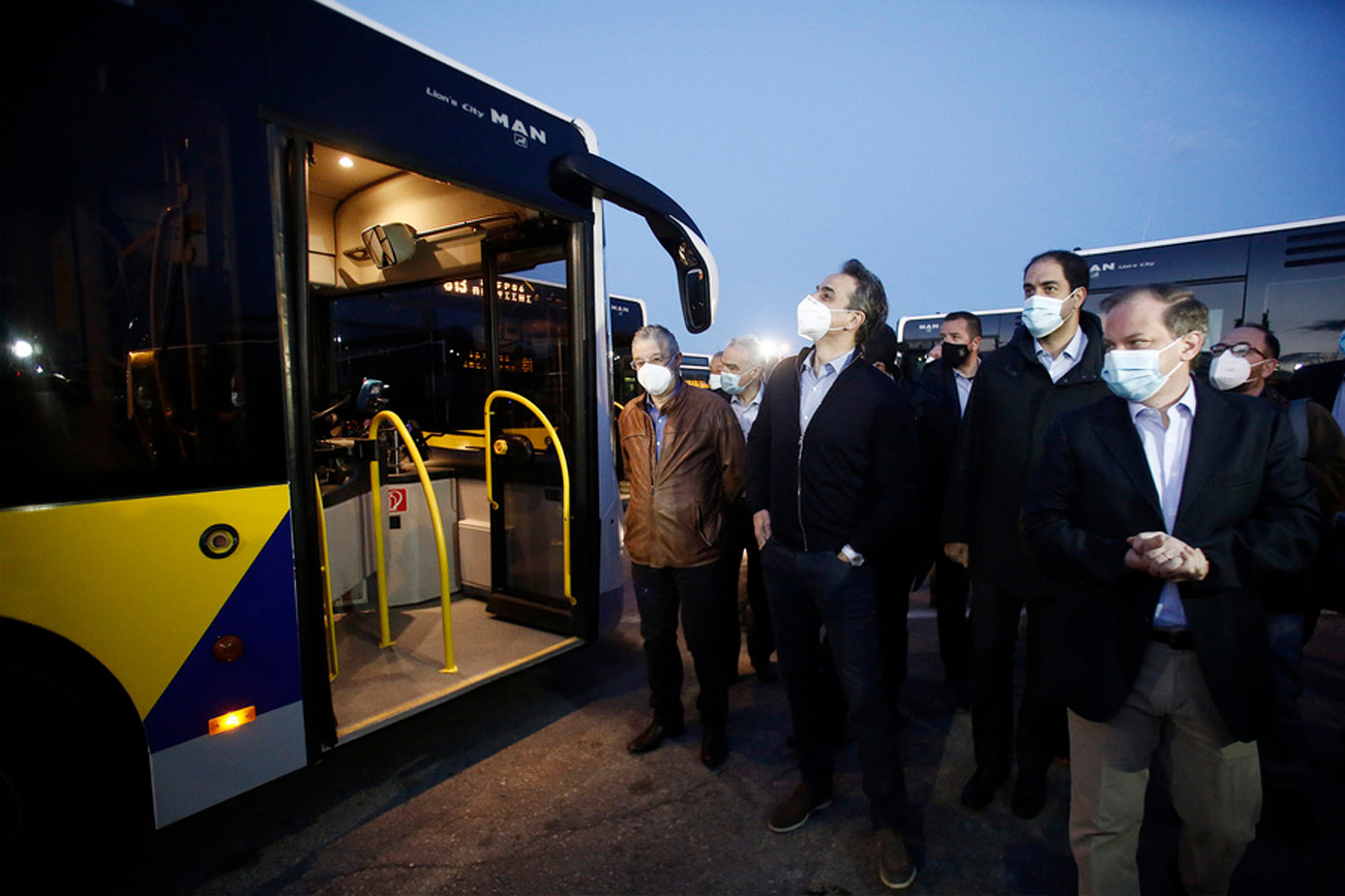 Άλλα 40 λεωφορεία στους δρόμους της Αθήνας – Αξημέρωτα στο αμαξοστάσιo του ΟΣΥ ο Μητσοτάκης