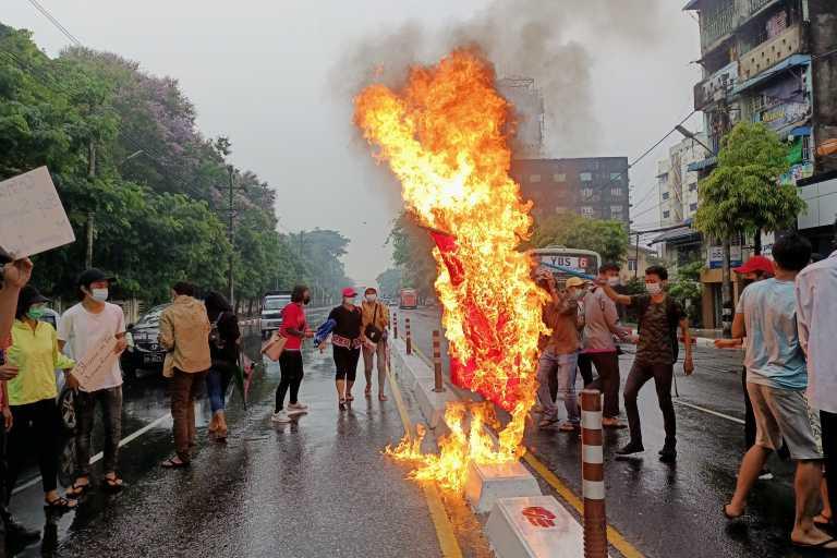 Πραξικόπημα στην Μιανμάρ: Νέες κινητοποιήσεις παρά την αιματηρή καταστολή (pics, vids)