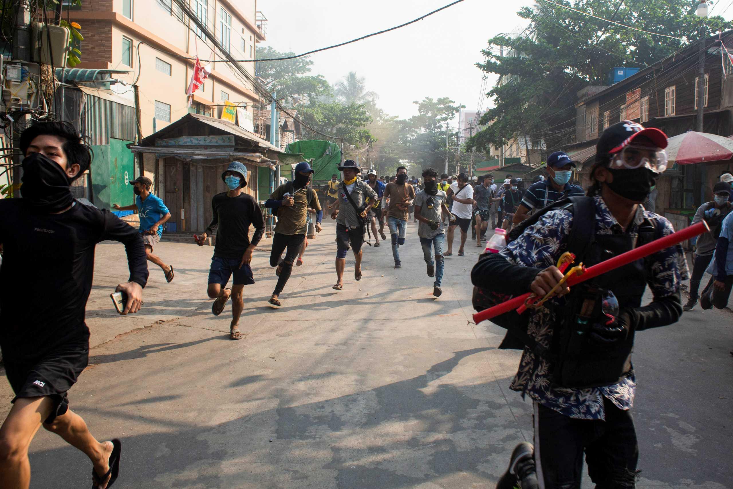 Πραξικόπημα στην Μιανμάρ: «Εμφύλιο πόλεμο» φοβάται ο ΟΗΕ – Η Κίνα αποκλείει κυρώσεις (pics, vids)