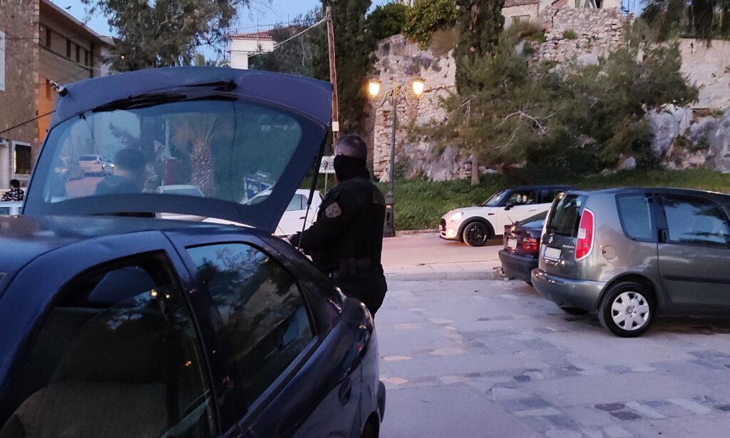 Ναύπλιο – Κορονοϊός: Έτρεχαν για να αποφύγουν τους αστυνομικούς – Νέες εικόνες συνωστισμού (pics)