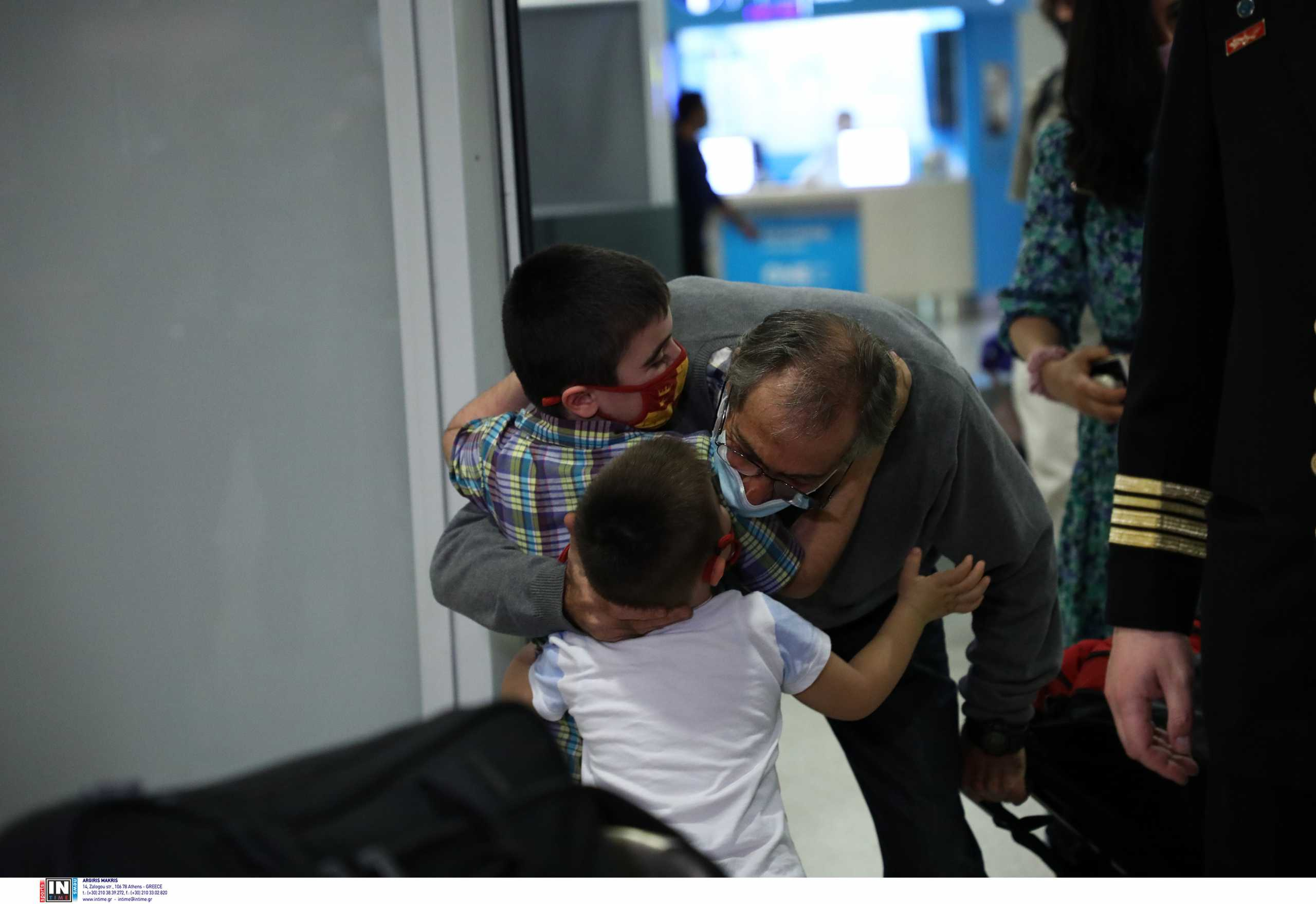 Τέλος το μαρτύριο για τους ναυτικούς του Angelic Power – Έφτασαν στην Ελλάδα (pics)