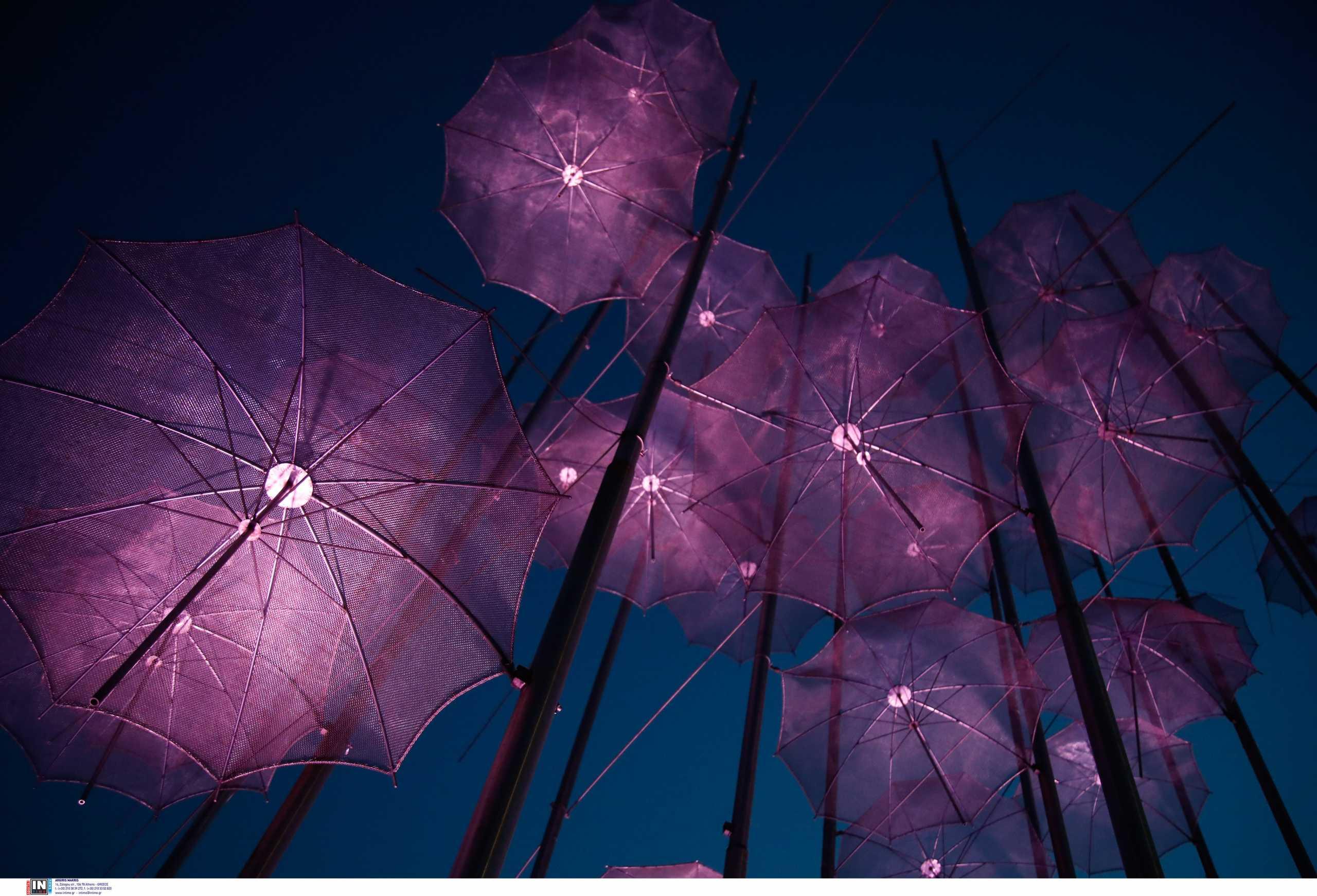 Θεσσαλονίκη: Στο πένθιμο μοβ χρώμα οι «Ομπρέλες» του Ζογγολόπουλου