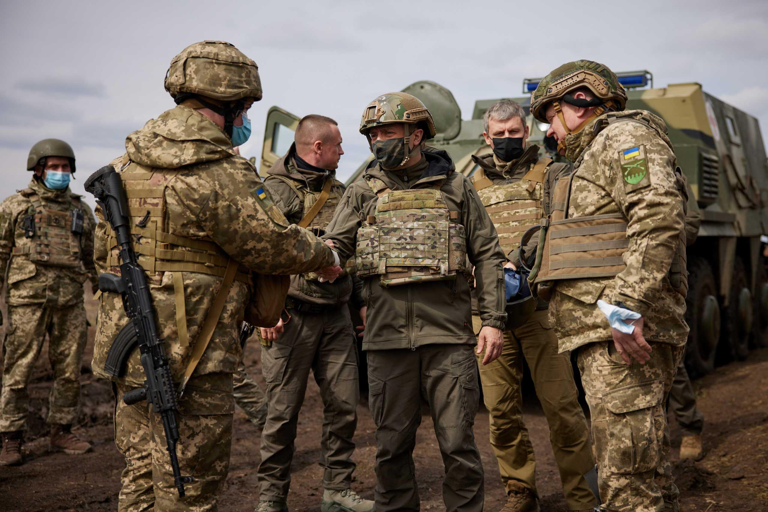 Ουκρανία: Στην «πρώτη γραμμή» ο Πρόεδρος Ζελένσκι – «Τα είπαν» Μέρκελ και Πούτιν! [pics]