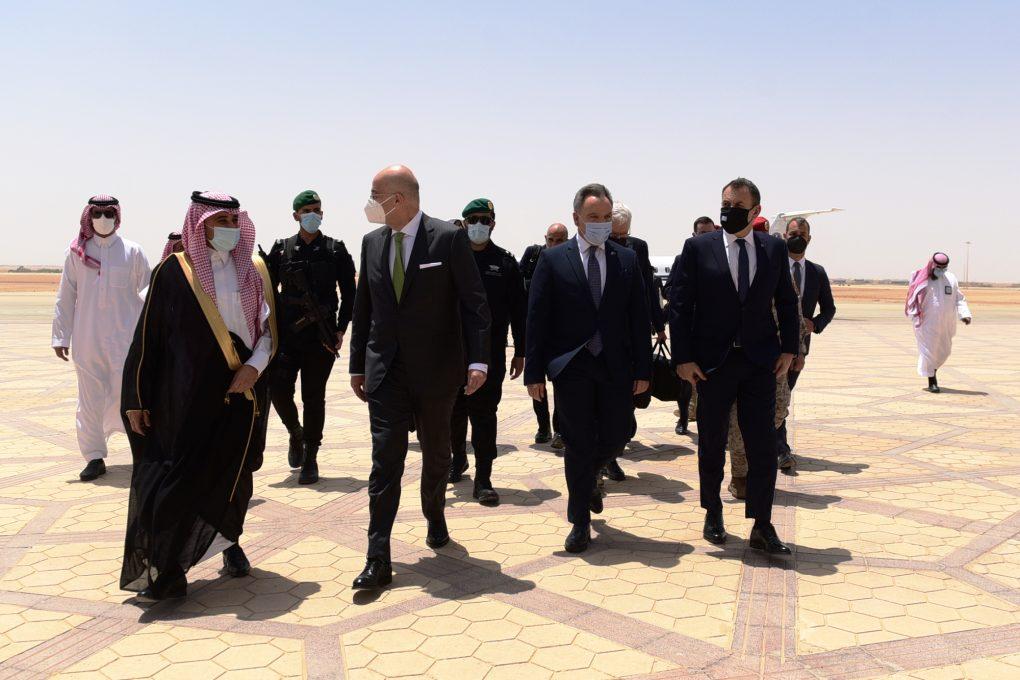 Παναγιωτόπουλος: Το προσεχές διάστημα η πυροβολαρχία Patriot στη Σαουδική Αραβία