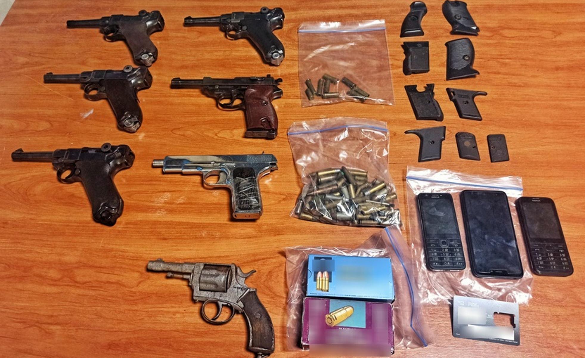 «Ξεδόντιασαν» άγρια συμμορία – Πουλούσε όπλα και ναρκωτικά από την Αττική μέχρι την Κρήτη (pics)