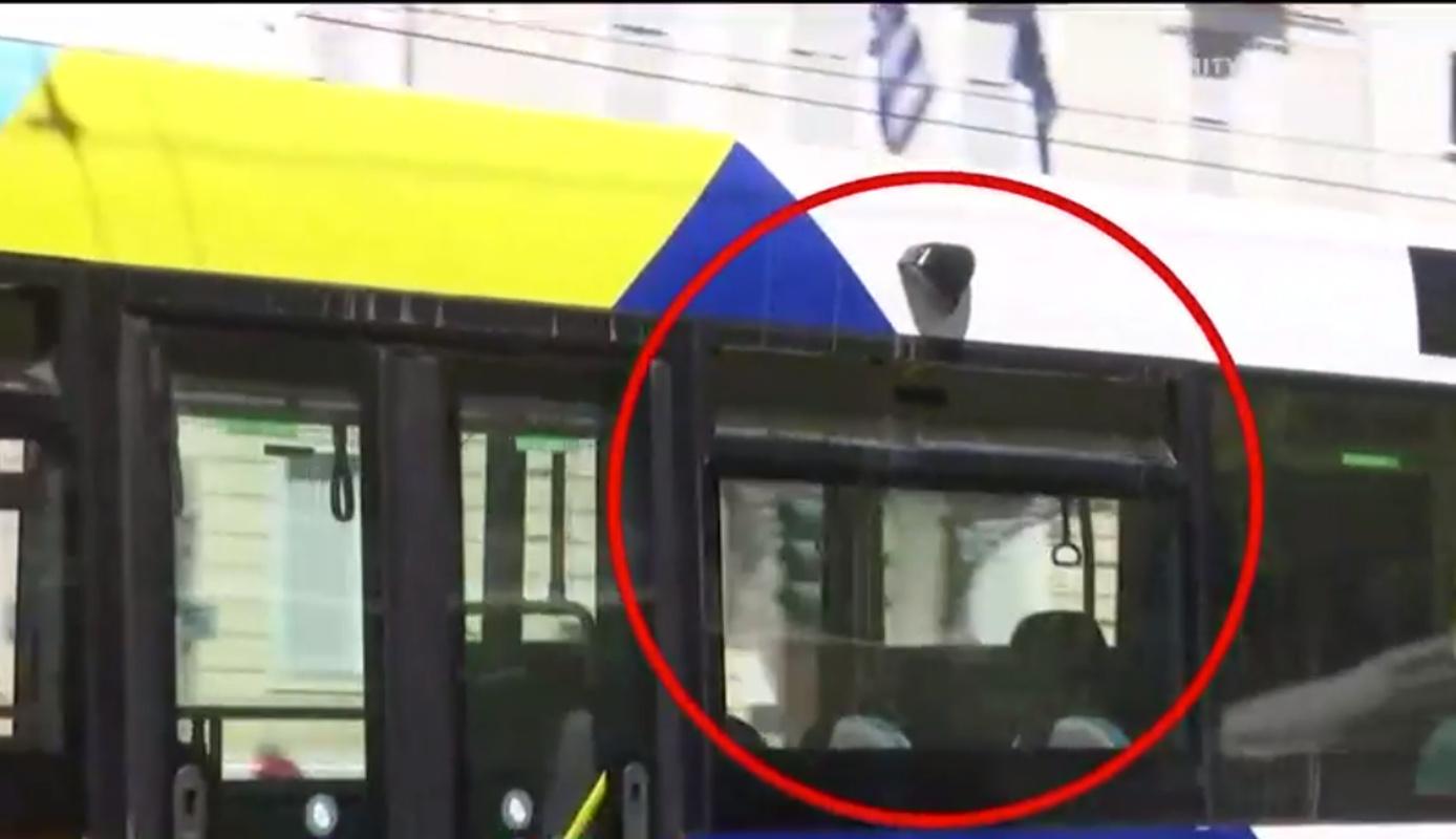 Χωρίς παράθυρα και μία είσοδο τα νέα λεωφορεία που κυκλοφορούν στους δρόμους της Αθήνας