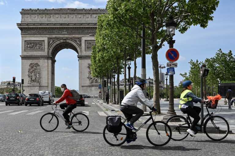 Γαλλία: Επιδότηση €2.500 σε όσους αποσύρουν το παλιό τους ΙΧ για να αγοράσουν ηλεκτρικό ποδήλατο