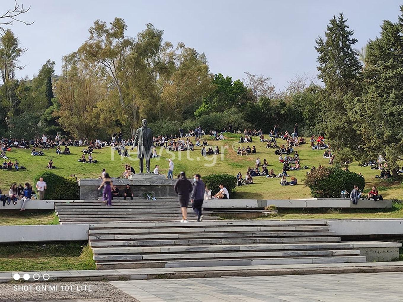 Πάρκο Ελευθερίας… όνομα και πράγμα! Γέμισε κόσμο, έκαναν μέχρι και delivery καφέ