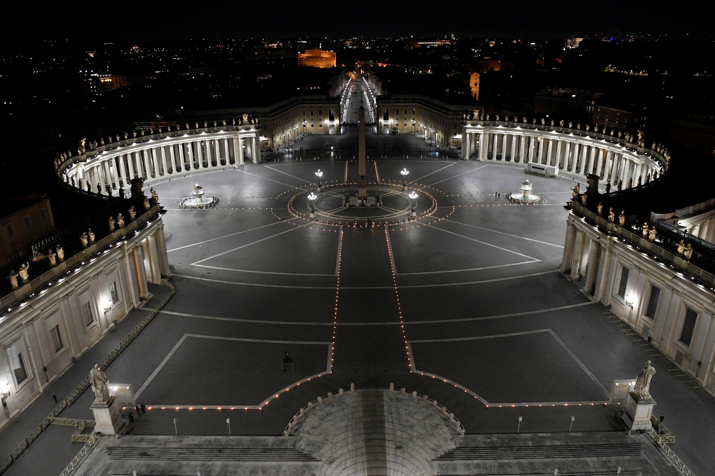 Πάσχα Καθολικών… υπό πίεση – Οι πιστοί γιορτάζουν εν μέσω σκληρών lockdown (pics)