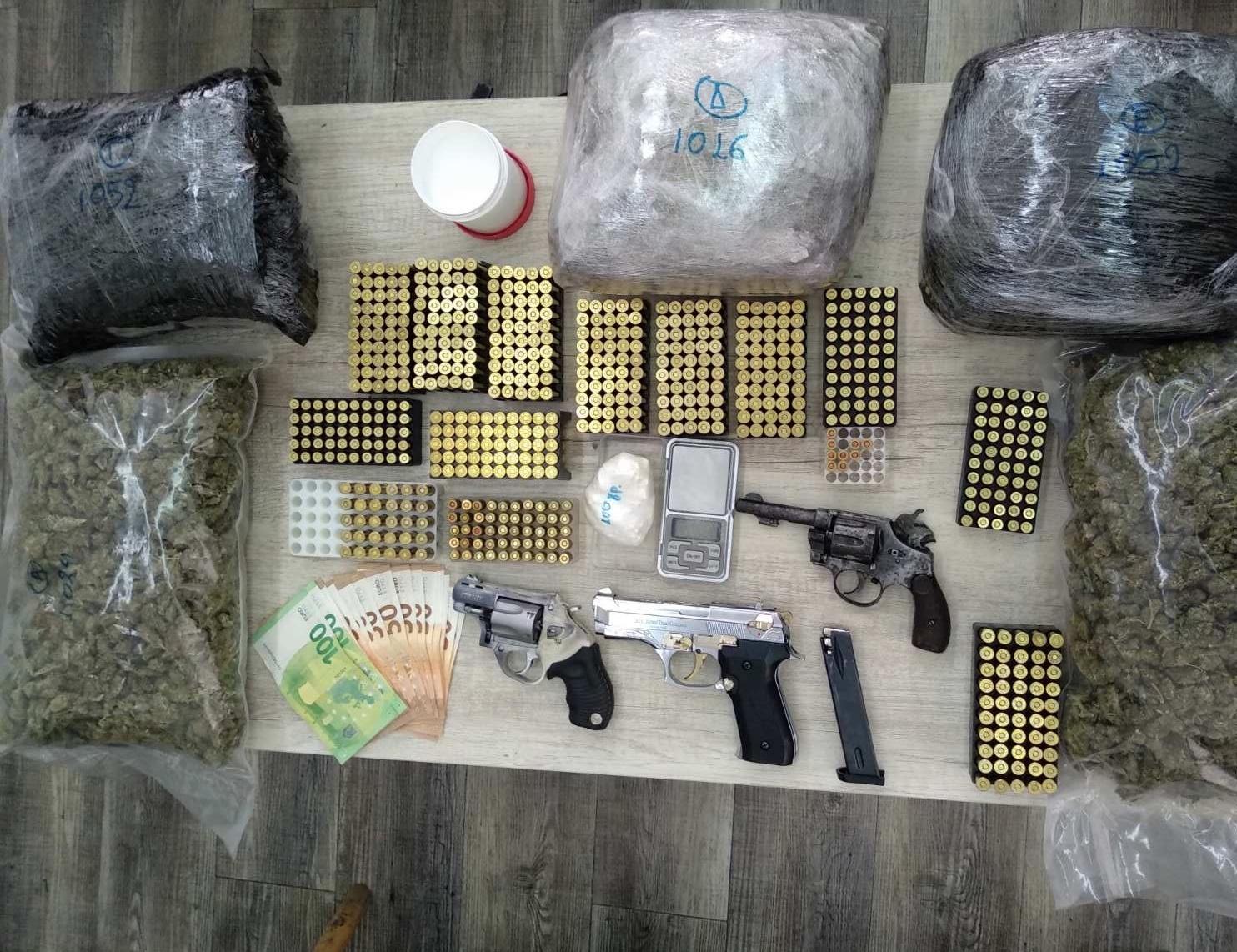 Πάτρα: Έπιασαν δύο διακινητές ναρκωτικών με 5 κιλά χασίς